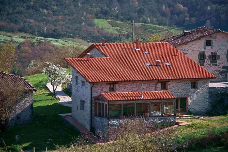 Zelaikoetxe,  house in the fields in Ayala Valley