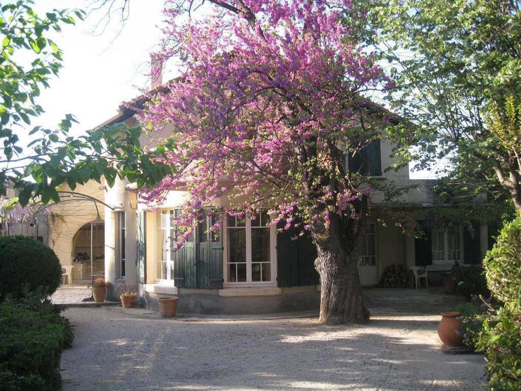 Gran casa de la familia, jardín cerrado con piscina, a 5 minutos a pie del centro antiguo