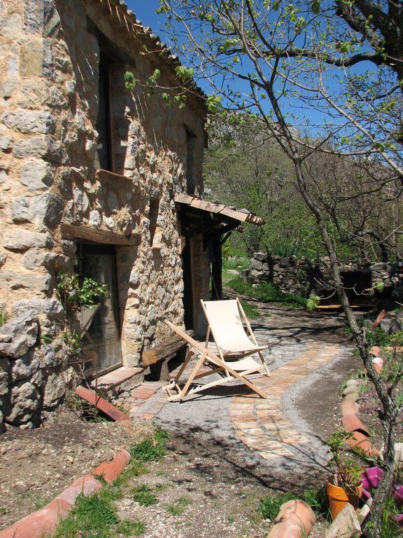 Alojamiento de 2 habitaciones en Rougon