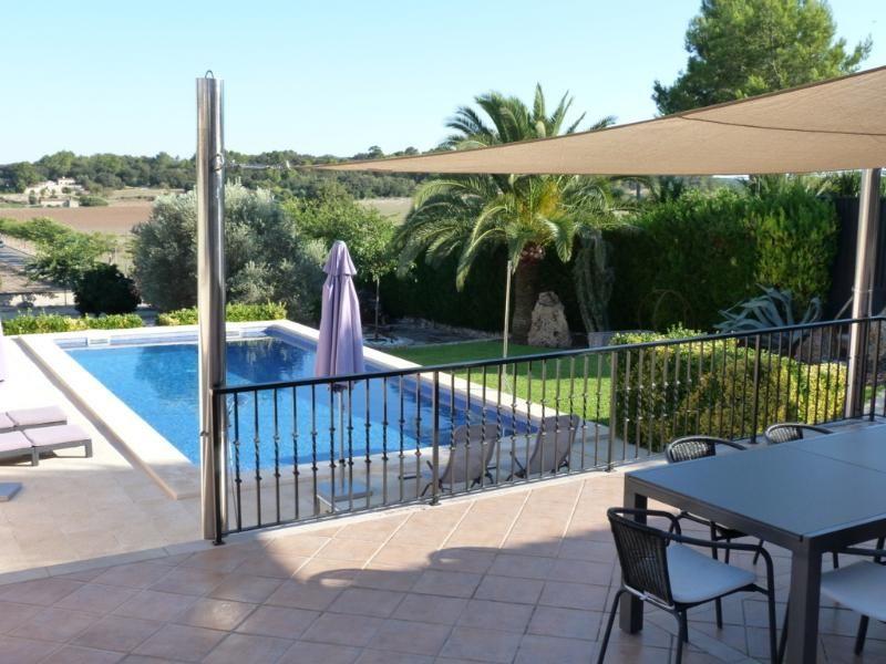 Villa de lujo con estilo con piscina en una posición maravillosa