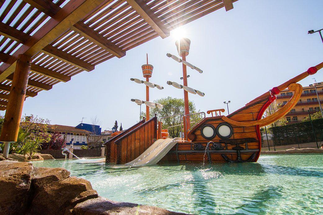Barco pirata del hotel Golden Tossa