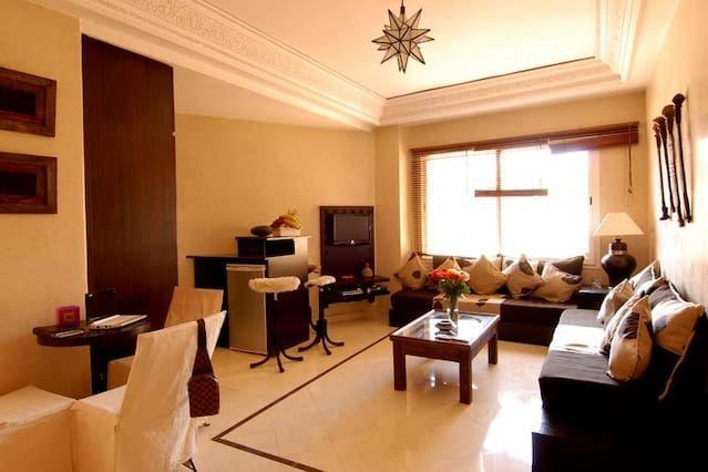 Adorable Piso con 1 dormitorio(s) en Gueliz con Aire acondicionado, Aparcamiento, Piscina y Portero