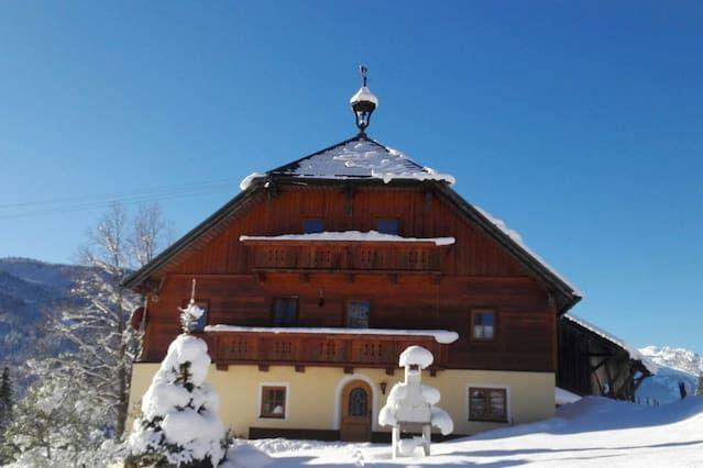 Mit Ausblick Chalet in Russbach am pass gschütt