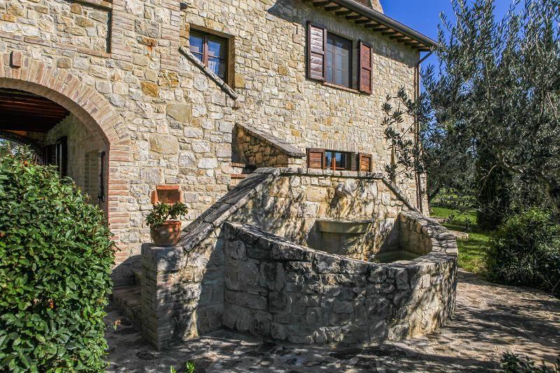 Fiorina Casale 2 villa de 5 habitaciones dobles independientes con piscina en Umbría