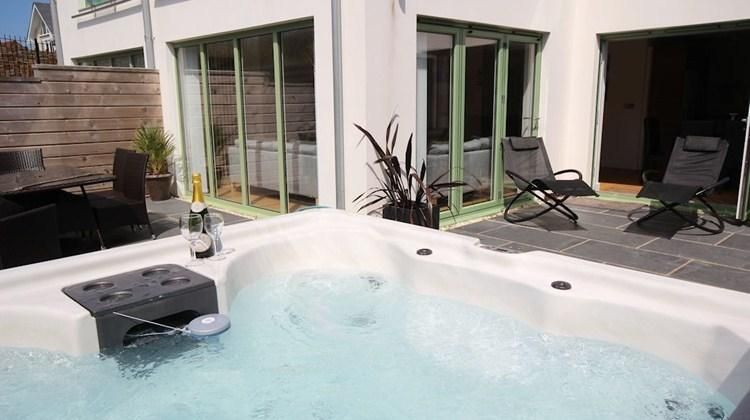 2 POINT VIEW / Close to Beach / Private Hot Tub
