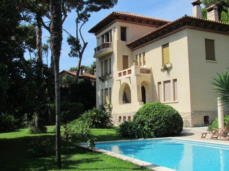 Villa Rusticana: Cap d'Antibes holiday home with sea view, private terrace and pool