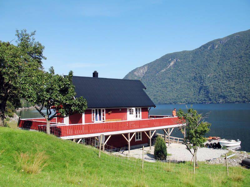 Vivienda con jardín en Norge
