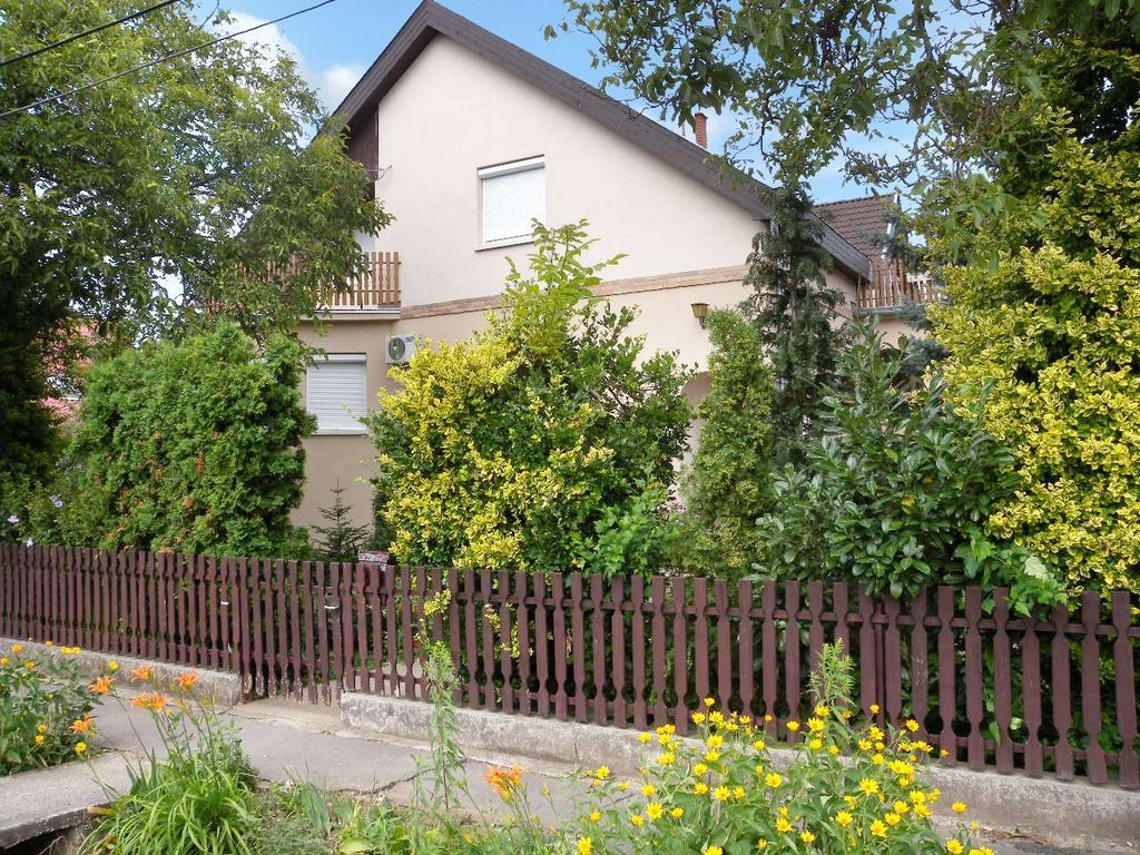 Holiday apartment with large garden