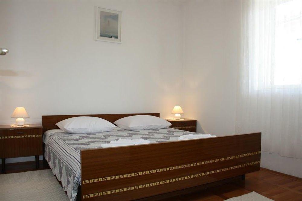 Ciovo Holiday House - Cuatro Habitaciones Piso, Capacidad 11