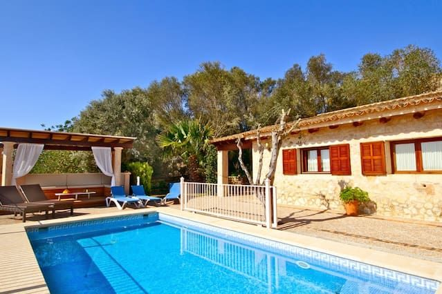 140 m² residence with swimming pool