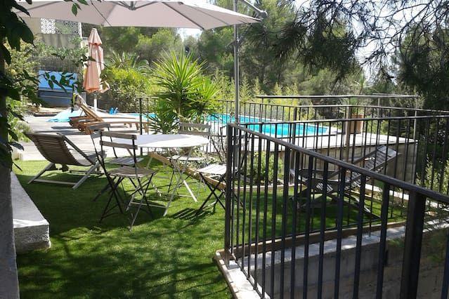T2 bas de villa spacieux au calme avec piscine