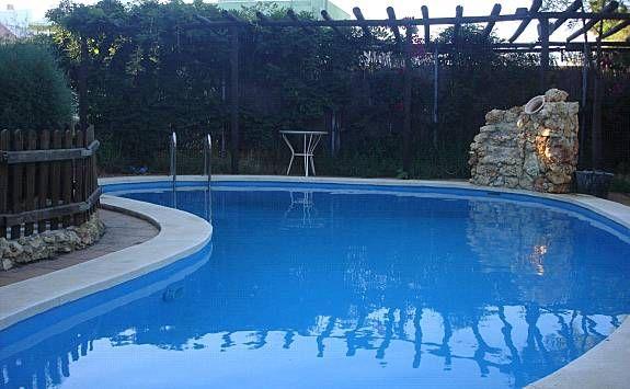 Vivienda apto para mascotas con piscina