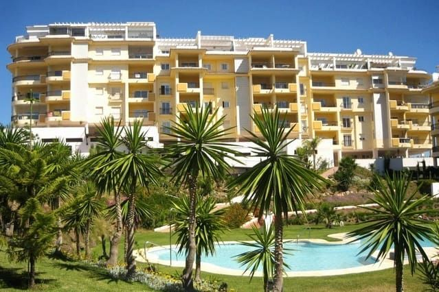 Ground floor apartment, La Cala beach 10 min walk.