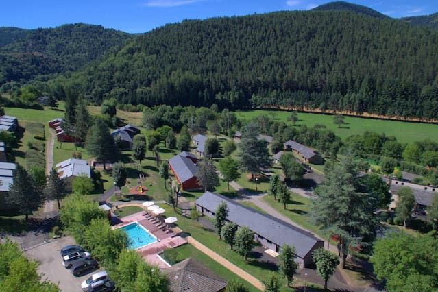 Meyrueis Holiday Village Piscina Lozère