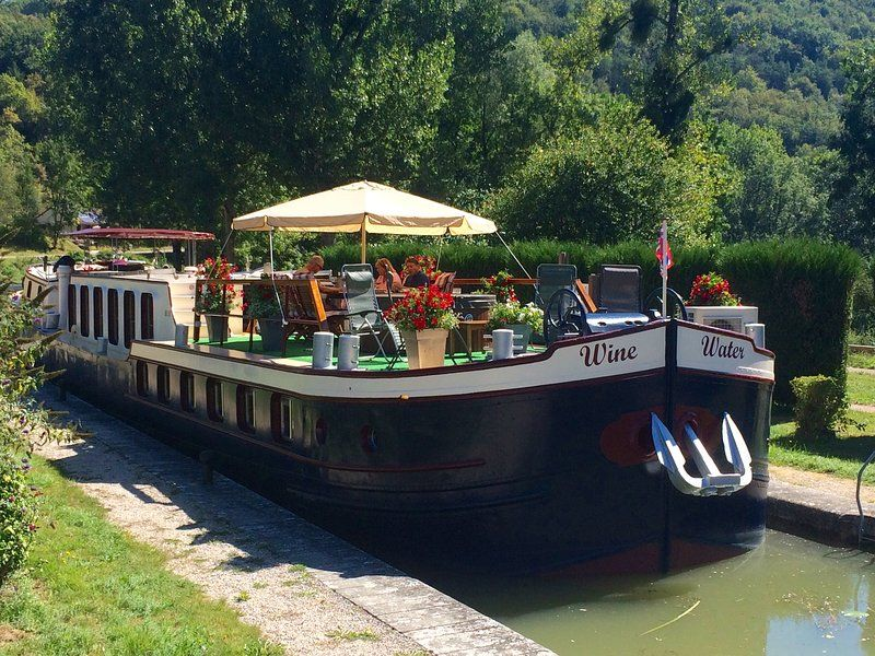 WINE TOURS  & CRUISE ON THE BURGUNDY CANAL