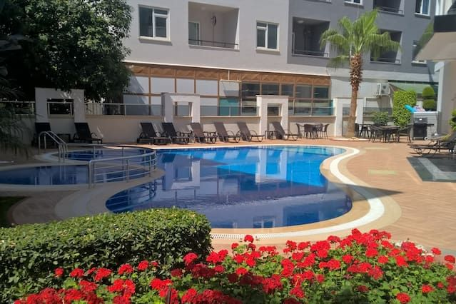 Apartment with pool, gym, close to the beach