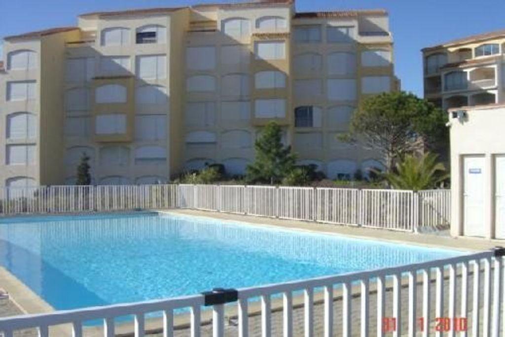 Estudio en residencia con piscina directo al mar