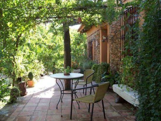 Alojamiento con jardín en Fuenteheridos