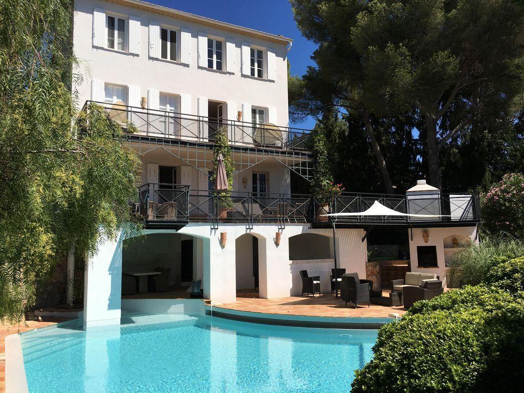 Residencia con piscina de 5 habitaciones