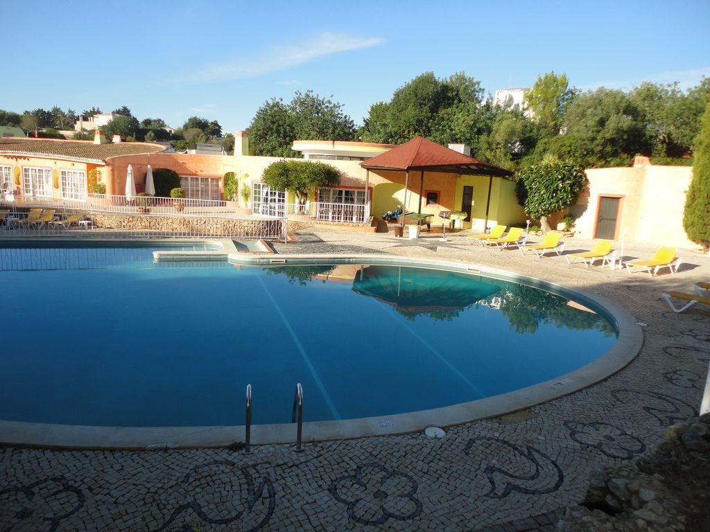 Dotado alojamiento con piscina