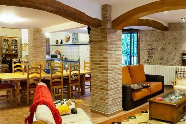 Popular alojamiento de 350 m²