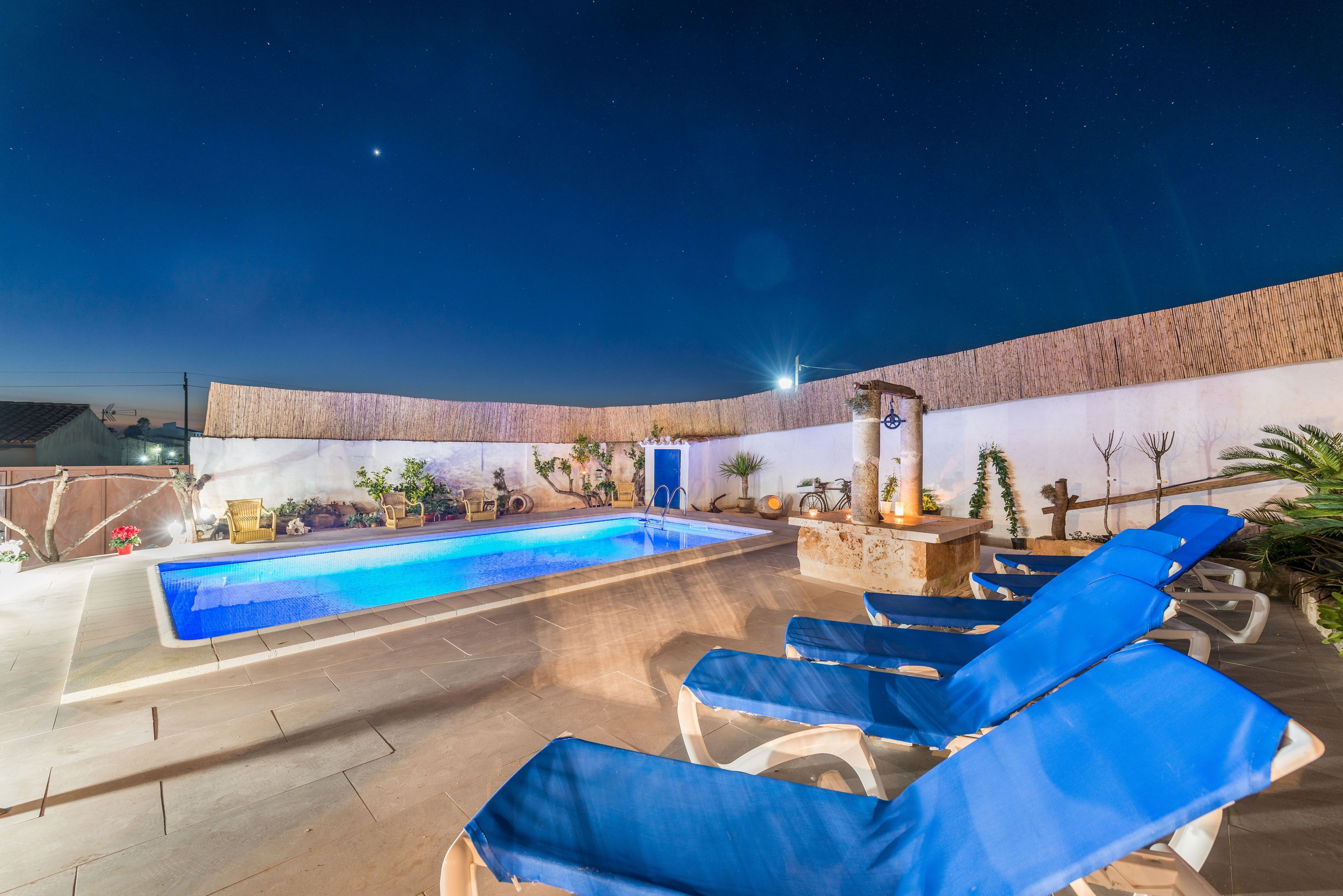 Equipada vivienda con piscina