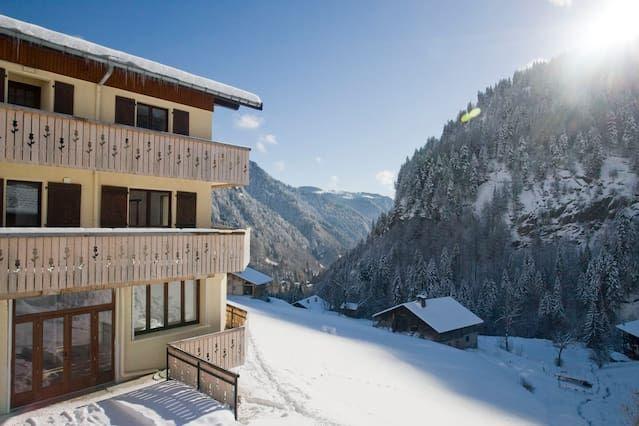 Con vistas alojamiento con balcón