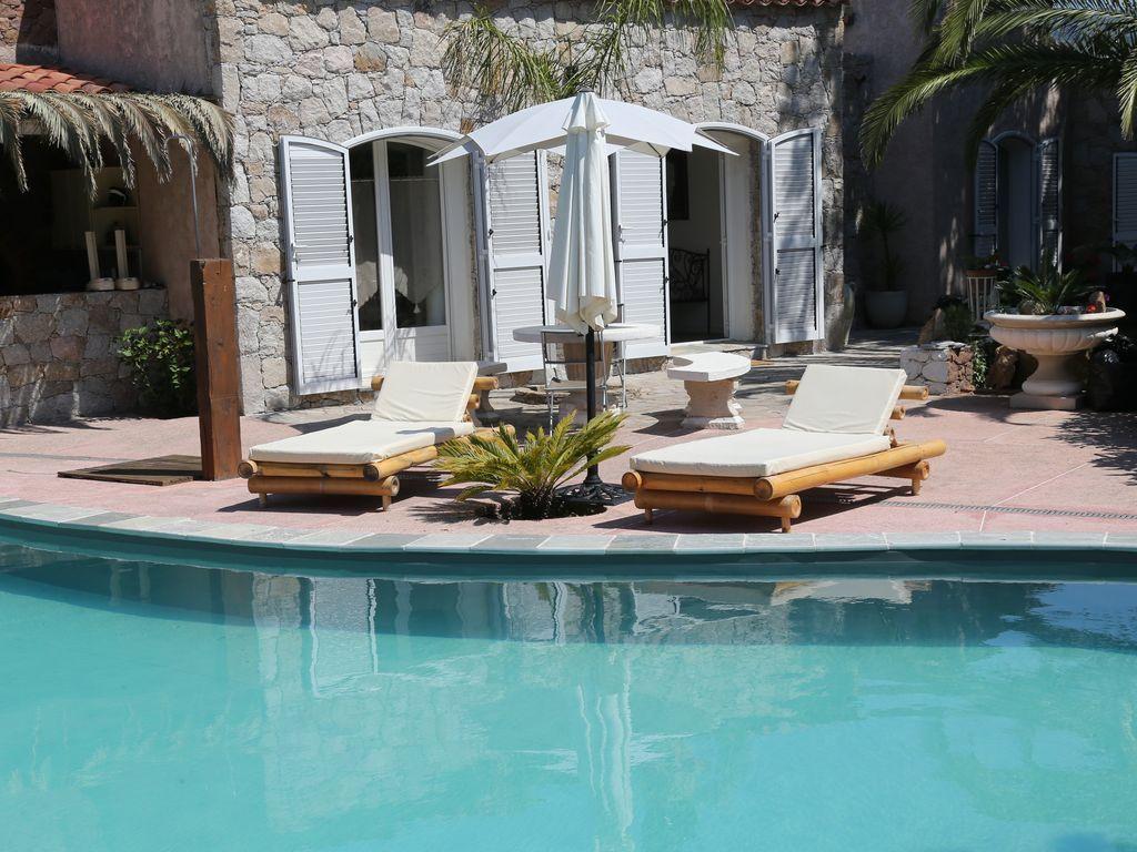 Alojamiento con piscina de 140 m²