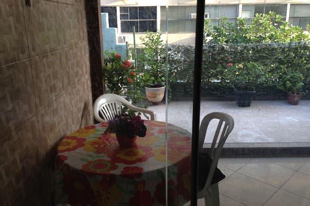 Provisto alojamiento con balcón