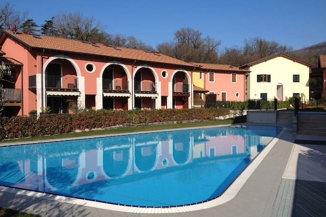 Apartment on Lake Garda with large garden and pool