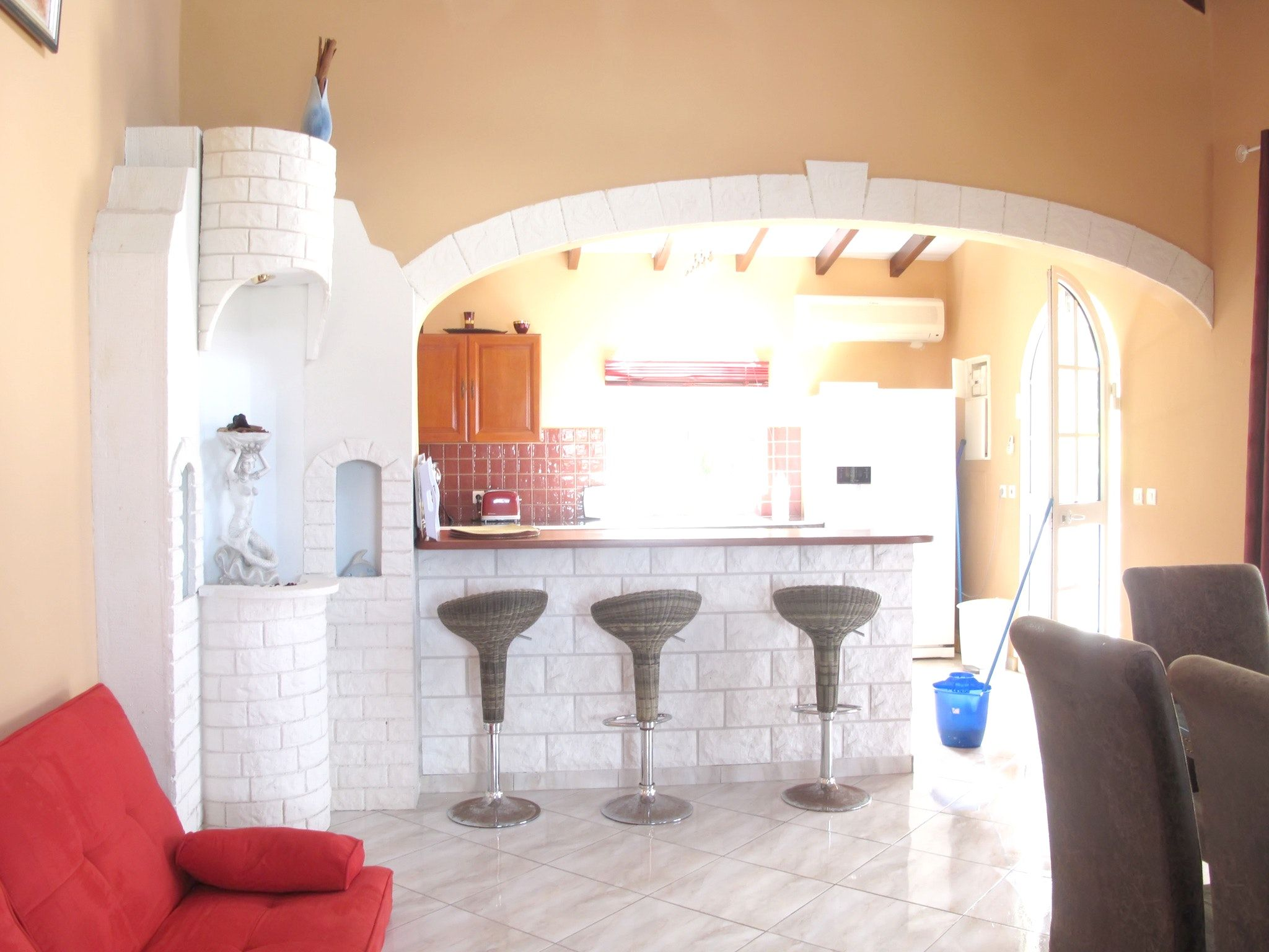 Stunning 5-bedroom villa in Guadeloupe with garden and sunny terrace – 250m from Fort Royal beach!